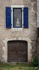 Staring out of the window... (Ivan van Nek) Tags: cabrerets lot france 46 occitanie midipyrénées frankrijk frankreich nikon nikond7200 d7200 doorsandwindows ramenendeuren derailinator architecture architektur architectuur blau bleu blue blauw photographiemidipyrénées photographemidipyrénées mysteriousplacewithnoname