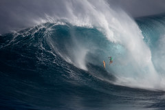 TylerLarrondeCliffJump6JawsChallenge2018Lynton (Aaron Lynton) Tags: jaws peahi xxl wsl bigwave bigwaves bigwavesurfing surf surfing maui hawaii canon lyntonproductions lynton kailenny albeelayer shanedorian trevorcarlson trevorsvencarlson tylerlarronde challenge jawschallenge peahichallenge ocean