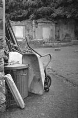 Graveyard Maintenance (macromary) Tags: 50mm summicron leicaflexsl leica leitz leicaflex slr primelens vintage camera manual film 35mmfilm filmcamera vintagecamera vintagelens oldglass mechanicalcamera analog availablelight analogphoto bw monochrome blackandwhitefilm blackwhitefilm 35mm 35mmbwfilm analogphotograph kodakfilm kodaktrix400 bangor codown countydown bangorcountydown northernireland nireland northdown uk unitedkingdom ulster iso400 bangorabbey cemetery graveyard grave abbey rodinal