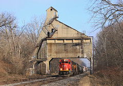 Lansing Coal Tower (GLC 392) Tags: cn canadian national emd sd60 5471 newberry road railroad railway train tree trees m399 sd70m cw408 c408w gecx 5005 up union pacific 7822 good power freight lansing coal tower sun sky mi michigan