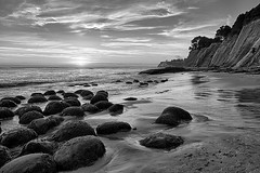 20150830_bowling_ball_beach_bw_028 (petamini_pix) Tags: mendocinocounty california bowlingballbeach schoonergulch beach blackandwhite blackwhite bw monochrome grayscale cliff hdr sunset clouds seaweed rocks seascape surf ocean water shore sea coast