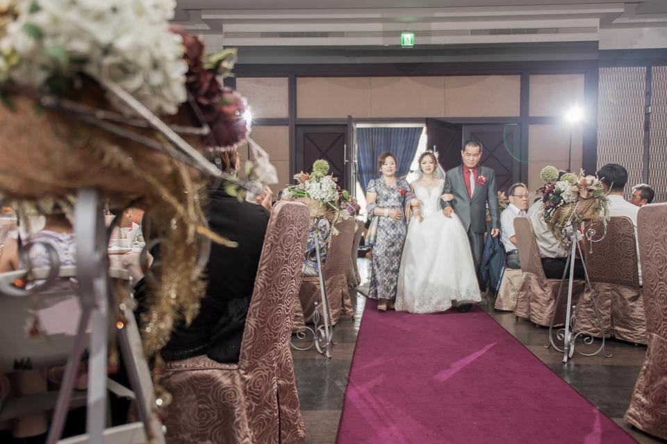 台南東東宴會式場 婚宴 走在幸福的紅毯上 R & B 109