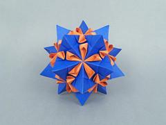 Albireo var. (masha_losk) Tags: kusudama кусудама origamiwork origamiart foliage origami paper paperfolding modularorigami unitorigami модульноеоригами оригами бумага folded symmetry design handmade art