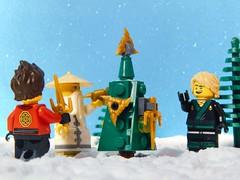 A very Ninja Christmas (Demarcation Media) Tags: sensei siberia ninjago ninja wunesday wu toyphotographers toyphotography kai ninjaoffire lloyd greenninja christmas ninjachristmas masterwu demarcationmedia lego minifigure cmf