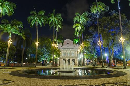 SAINT IZABEL THEATRE WITH CHRISTMAS LIGHTS OF 2018 / TEATRO SANTA IZABEL COM AS LUZES DE NATAL 2018