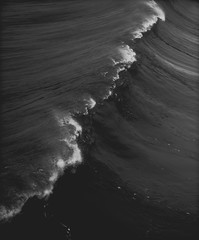 LINES (Pedro Freithas) Tags: outside coast lines mar ocean oceano powerfull pacifica pier wave waves surf photo water saltwater art arte fineart artwork curves movement heavy montain outdoor black white sony a7rii any alpha 85