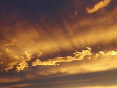 P1130667 Sunset / Sonnenstrahlen / Wolken (Traud) Tags: bayern bavaria germany deutschland sunset sonnenuntergang wolken clouds strahlen rays himmel sky