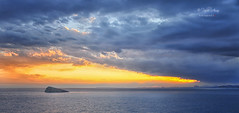 (022/19) La isla (Pablo Arias) Tags: pabloarias photoshop ps capturendx españa photomatix nubes cielo mar agua mediterráneo isla atardecer ocaso benidorm alicante