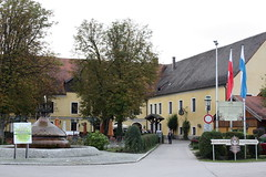 Burghausen: Klostergasthof Raitenhaslach (Helgoland01) Tags: burghausen bayern deutschland germany oberbayern raitenhaslach kloster zisterzienser biergarten restaurant