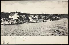 Postkort fra Agder (Avtrykket) Tags: bolighus fyrlykt hus postkort seilbåt sjø skjærgård uthus arendal austagder norway