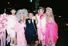 (埃德溫 ourutopia) Tags: film kodak kodakfilm portra portra400 yashica t2 t3 t4 t5 filmphotography analog analogphotography guy man people dragqueen parade gaypride wig costume roadside city フィルム