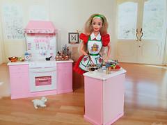 Holiday Treats Barbie doll (alenamorimo) Tags: barbie barbiedoll doll superstar holidays barbiecollector