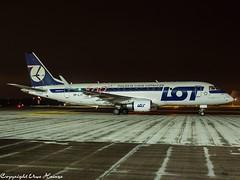 LOT Polish Airlines SP-LII HAJ at Night (U. Heinze) Tags: aircraft airlines airways airplane planespotting plane haj hannoverlangenhagenairporthaj eddv olympus 1240mm penf night
