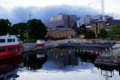 20181107-01-Brooke Street Pier (Roger T Wong) Tags: 2018 australia brookestreetpier carlzeiss35mmf28 hobart rogertwong sel35f28z sonya7iii sonyalpha7iii sonyfe35mmf28zacarlzeisssonnart sonyilce7m3 tasmania bluehour evening waterfront