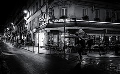 Paris, rue des Martyrs (christiandumont) Tags: monochrome streetphotography streetphoto streetlife street blackandwhite blackwhite bw nb noiretblanc paris ruedeparis nuit night rue x100f fujifilm