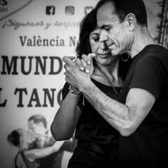 tango (*BegoñaCL) Tags: dancing couple man woman hand tango blackwhite street candid people valencia begoñacl