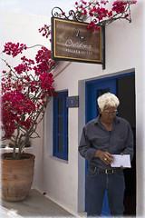 The quintessence of whiteness... Квинтэссенция белизны (atardecer2018) Tags: греция санторини 2016 люди santorini people greece