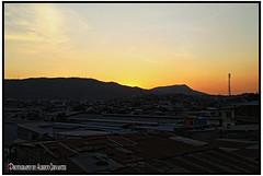 EL ATARDECER TE HACE REFLEXIONAR. DUSK MAKES YOU REFLECT. GUAYAQUIL - ECUADOR. (ALBERTO CERVANTES PHOTOGRAPHY) Tags: sunset dusk twilight nightfall atardecer ocaso crepusculo anochecer guayaquil ecuador republicadelecuador guayaquilecuador ecuadorguayaquil ecuadorgye gye sol sun sky nubes clouds retrato portrait streetphotography photography photoart photoborder iridiscencia iridescence indoor outdoor blur guayas house building luz light color colores colors brightcolors brillo bright mapasingue cerro hill