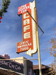THE COFFEE CUP BOULDER CITY NEVADA (ussiwojima) Tags: thecoffeecupcafe restaurant cafe nouldercity nevada neon bulb arrow advertising sign