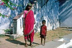 INDIA Y NEPAL 1986 - 17 (JAVIER_GALLEGO) Tags: india 1986 diapositivas diapositivasescaneadas asia subcontinenteindio cachemira kashmir rajastán rajasthan bombay agra taj tajmahal srinagar delhi