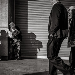 the newspaper (Gerard Koopen) Tags: spanje spain malaga city urban straat street straatfotografie streetphotography streetlife people man men newspaper shadow light walking reading sony sonyalpha a7iii bw blackandwhite blackandwhiteonly noir beautiful 2018 gerardkoopen gerardkoopenphotography
