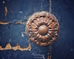 Your blue room (Mister Blur) Tags: shallow depthoffield dof bokeh blur background profundidaddecampo distancia focal your blue room door handle knob ancient vintage paris quartier saintgermaindesprés passengers snapseed nikon d7100 50mm f18 rubén rodrigo fotografía nikkor