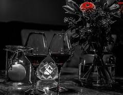 I allt det gråa och mörka som är just nu, tittar det fram lite röd värme. (My Photolifestyle) Tags: red fs181209 rod fotosondag