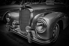 MERCEDES MERCEDES-BENZ 300 S CONVERTIBLE - Front view b&w (Peters HDR hobby pictures) Tags: petershdrstudio hdr classiccar car classicremise blackwhite klassiker convertible auto cabriolet mercedesbenz mercedes