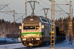 Freight train T5008 (Arttu Uusitalo) Tags: vr finnishrailways electric locomotive sr2 freight train t5008 winter southern ostrobothnia finland tele sigma 150600 canon eos 5d mkiv