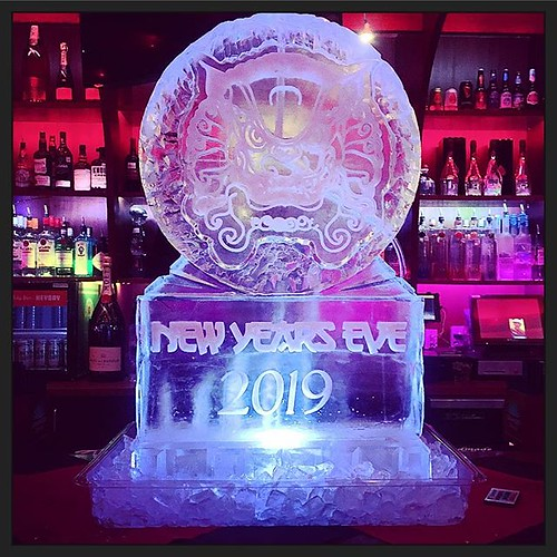 Chinese lion #iceluge for this #newyears2019 party! #fullspectrumice #thinkoutsidetheblocks #brrriliant - Full Spectrum Ice Sculpture
