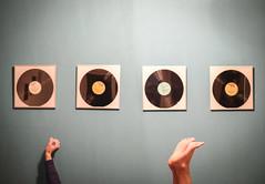 Pop (CoolMcFlash) Tags: pop music records hand feet barefeet fujifilm xt2 wall musik platten schallplatten füse barfus fotografie photography wand xf35mmf14 r