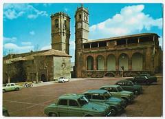 Alcaraz (Albacete): Iglesia y Torre de Trinidad. Torre del Tardón y Lonja de Santo Domingo. (Centro de Estudios de Castilla-La Mancha (UCLM)) Tags: alcarázalbacete tarjetaspostales postcards plazas square cars coches iglesias churchs