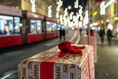 Christmas Box (Bephep2010) Tags: 2018 35mmf14dghsmart 7markiii alpha bern bokeh herbst ilce7m3 nacht platz schweiz sigma sony stadt strassenbahn switzerland weihnachten weihnachtsgeschenk weihnachtsschmuck autumn blurred christmas christmasbox christmasdecorations city fall night place rainy regnerisch streetcar tram verschwommen ⍺7iii kantonbern ch