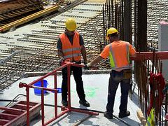 Hard working people. (robárt shake) Tags: work construction bauarbeiter handwerk niedriglohnsektor unterbezahlt anstrengend mühevoll heat hitze heis warm schutzhelm sicherheitskleidung gefährlich baustelle stahlbetonbauer stahlbeton fundament