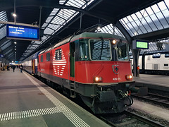 SBB Re 4/4 420 214 Zurich Hbf (daveymills37886) Tags: sbb re 44 420 214 zurich hbf 11214 lion baureihe