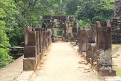 Angkor_Baphuon_2014_06