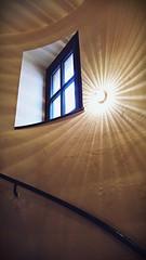 Ein Stern im Sternbäck am Sternplatz (Maquarius) Tags: wendeltreppe treppenaufgang treppe stern strahler fenster sternbäck würzburg mainfranken unterfranken franken