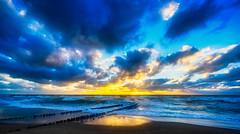 Gold over Gold (*Capture the Moment*) Tags: 2018 clouds daydreams fotoshooting fotowalk himmel insel island landscape landschaft september sky sonnenuntergang sonya7miii sonya7mark3 sonya7m3 sonya7iii sonyilce7m3 sunset sylt waves wellen wetter wolken cloudy wolkig