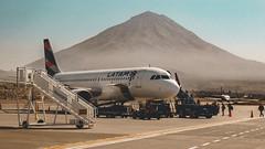 Arequipa Peru... (marcelweikart) Tags: flughafen airport arequipa peru südamerika latam flugzeug plane farbe color neu new image bild lock sony rx100 v alpha nex vulkan berg flickr