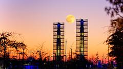 Les phares (Alexandre LAVIGNE) Tags: hdpentaxdfa150450mm pentaxk1 saintquentin couchédesoleil lune moon ambiance gare k1 lumière sunset tours towers urbain ville picardiehautsdefrance