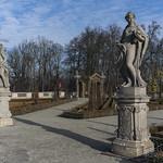 Sculptures in the autumn Wilanów Park thumbnail