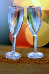 "ALAS NO CHAMPAGNE LEFT  IN THE DOLLHOUSE    DE CHAMPAGNE IN HET POPPENHUIS IS OP (Anne-Miek Bibbe) Tags: macromondays macro happymacromonday ""holiday bokeh"" holidaybokeh champagneinhetpoppenhuis champagneinthedollhouse miniglasses champagne glasses champagneglazen canoneos700d canoneosrebelt5idslr annemiekbibbe bibbe nederland 2018 speelgoed toy spielzeug giocattoli juguetes bringuedos jouets puppenhaus maisondepoupée casadibambola casadeboneca"