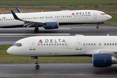 2018_12_23 PDX Stock-3 (jplphoto2) Tags: 737 737900 757 757200 deltaairlines deltaairlines737900 deltaairlines757200 jdlmultimedia jeremydwyerlindgren kpdx pdx portland portlandinternationalairport aircraft airplane airport aviation