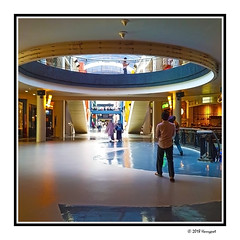moving away (harrypwt) Tags: harrypwt indonesia citos shoppingmall people jakarta borders framed smartphone