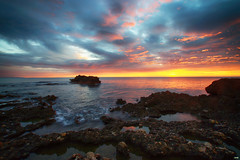 Los colores de la mañana (candi...) Tags: amanecer cielo naturaleza nature nubes mar rocas agua piedras reflejos sol olas sonya77