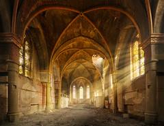 Lichtstrahlen-Kirche (3) (david_drei) Tags: lostplace abandoned decay rays verlassen verfallen urbex urbanexplorer schöneslicht