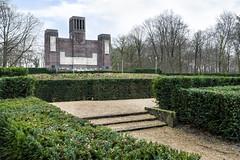 The monument (Chris_Mastenbroek) Tags: monument park morning dawn world war belgian belgium amersfoort utrecht