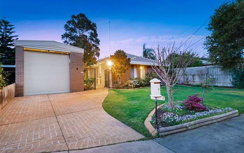8 Coventry Ct, Frankston VIC 3199