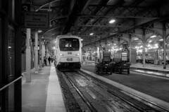 034 -3vibfwlcon (citatus) Tags: commuter go train 304 about head westbound track 13 union station toronto canada fall evening 2018 pentax k5 ii bw