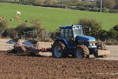 Ford 8970 Tractor with a Gergoire Besson 5 Furrow Plough (Shane Casey CK25) Tags: ford 8970 tractor gergoire besson 5 furrow plough traktor traktori tracteur trekker trator ciągnik new holland cnh nh blue newholland casenewholland mallow ploughing turn sod turnsod turningsod turning sow sowing set setting tillage till tilling plant planting crop crops cereal cereals county cork ireland irish farm farmer farming agri agriculture contractor field ground soil dirt earth dust work working horse power horsepower hp pull pulling machine machinery nikon d7200